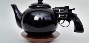 Revolver-Gun-Teapot