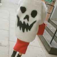 holiday-shopping-street-style _skull
